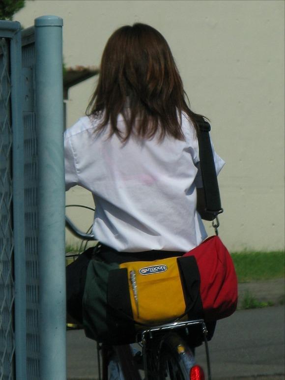 女子校生のワイシャツから透けるブラジャーの素人エロ画像 285