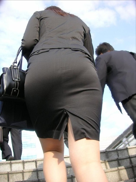 就活を頑張るスーツ姿の女子大生の街撮り素人エロ画像 2914