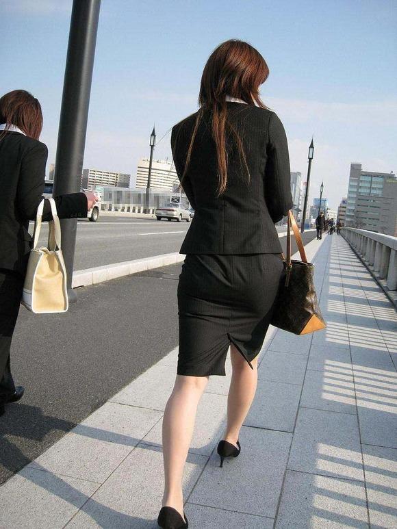 就活を頑張るスーツ姿の女子大生の街撮り素人エロ画像 3014
