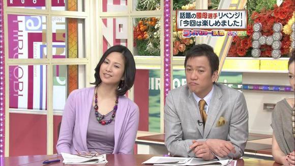 美人OLの女子アナがテレビでエッチな姿を披露するキャプエロ画像 3017