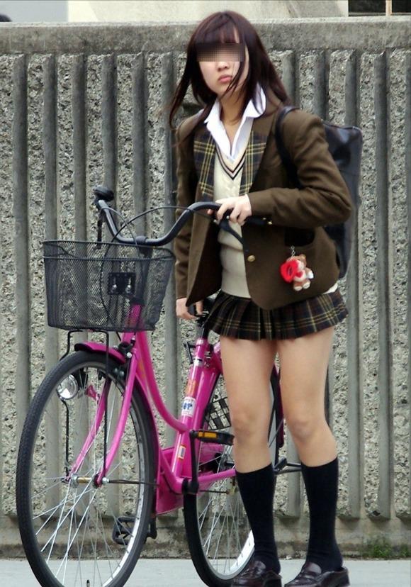 肉がパンパンに詰まった女子校生の太もも街撮り素人エロ画像 3023