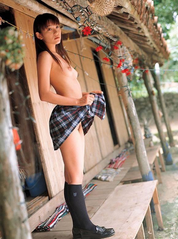 チラッとだったり大胆だったりパンツやお尻や全裸をさらす野外露出の素人エロ画像 3101