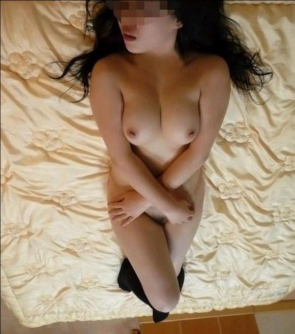 彼女の巨乳おっぱいを撮影してネットに投稿された写真の素人エロ画像 316