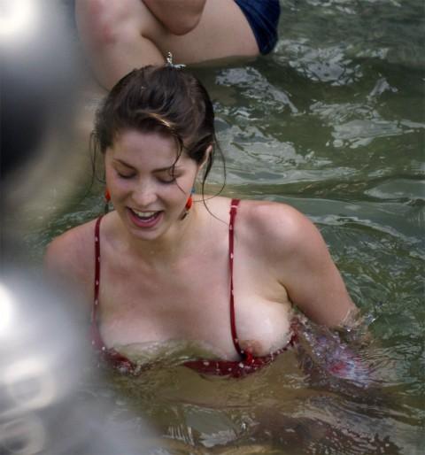 外人娘のパンチラとか胸チラを激写した街撮りエロ画像 3164