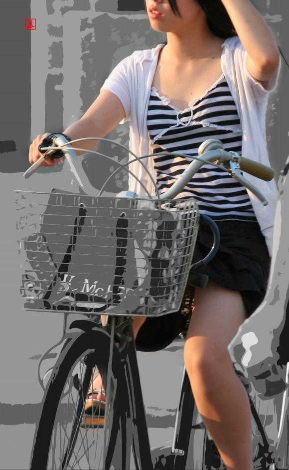 赤の他人の何気ない仕草がエロい素人娘の街撮りエロ画像 3213