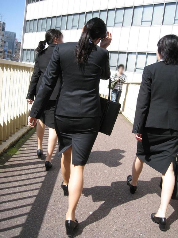 就活を頑張るスーツ姿の女子大生の街撮り素人エロ画像 3216