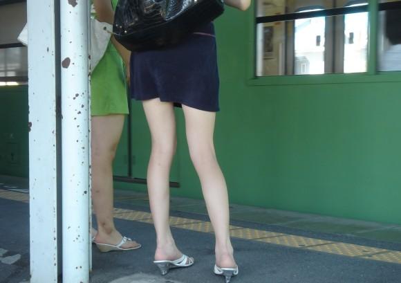 オナニーがめっちゃ捗る素人娘の街撮りされたお尻や太もものエロ画像 3220