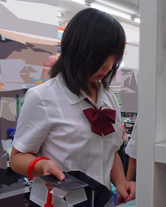 女子校生のワイシャツから透けるブラジャーの素人エロ画像 326