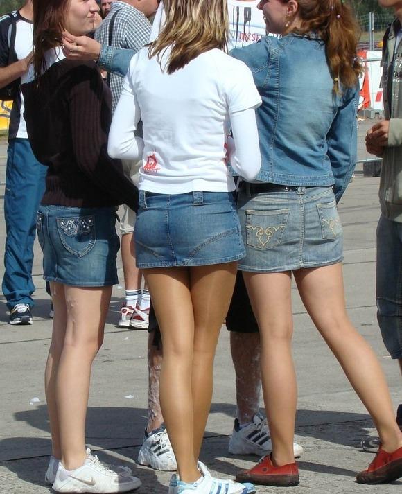 パンチラとか胸チラのレベルが桁違いな素人外人の街撮りエロ画像 3312