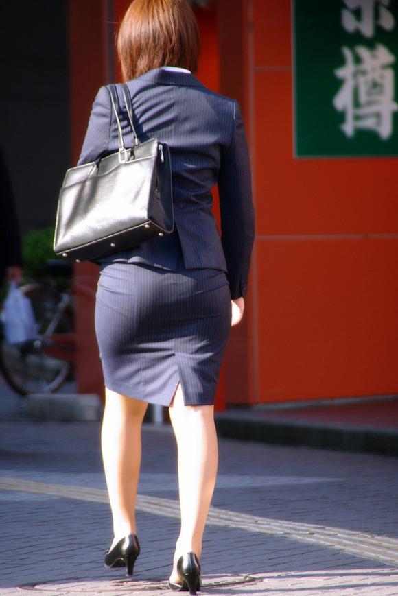 就活を頑張るスーツ姿の女子大生の街撮り素人エロ画像 3314