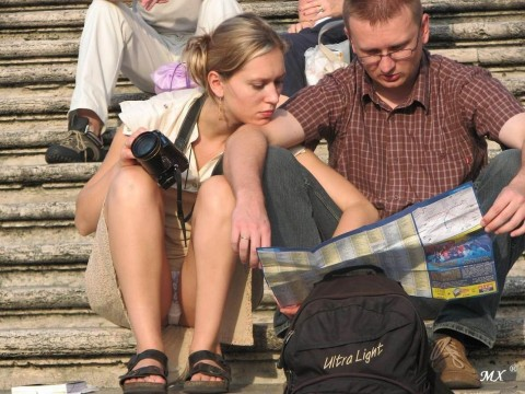 外人娘のパンチラとか胸チラを激写した街撮りエロ画像 3332