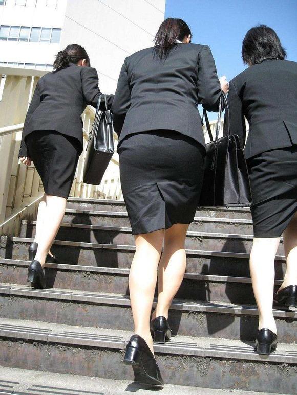 就活を頑張るスーツ姿の女子大生の街撮り素人エロ画像 3413
