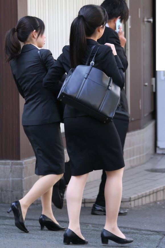 就活を頑張るスーツ姿の女子大生の街撮り素人エロ画像 370