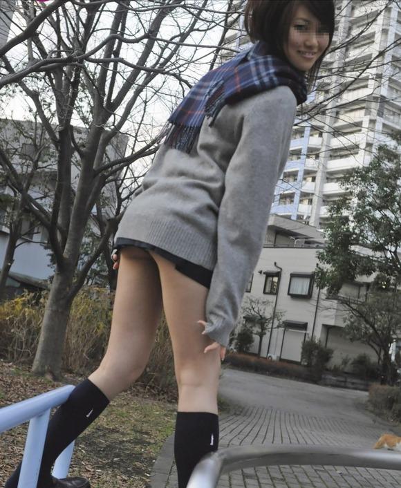 肉がパンパンに詰まった女子校生の太もも街撮り素人エロ画像 3717