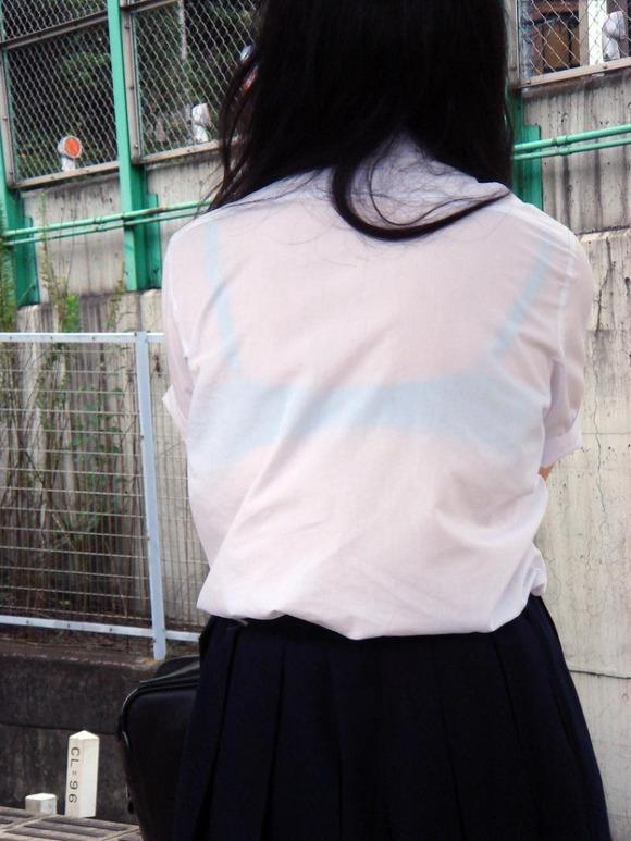 女子校生のワイシャツから透けるブラジャーの素人エロ画像 374