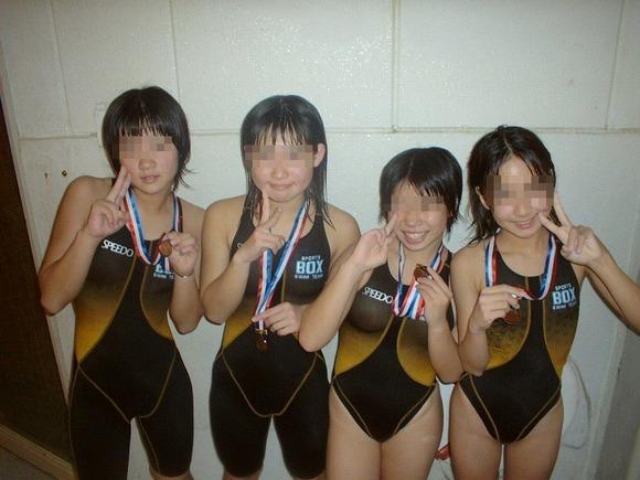水泳部や陸上部の引き締まった体がエッチな素人娘たちのエロ画像 3916