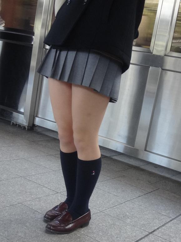 肉がパンパンに詰まった女子校生の太もも街撮り素人エロ画像 4015