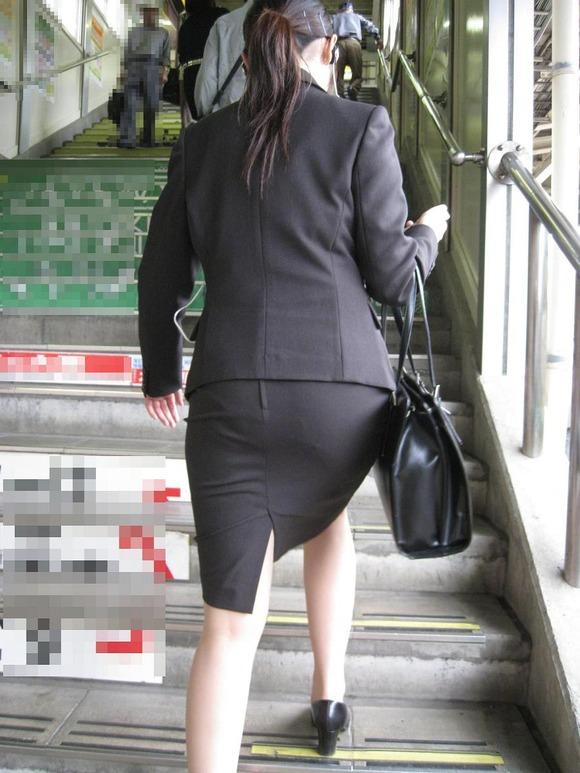就活を頑張るスーツ姿の女子大生の街撮り素人エロ画像 417