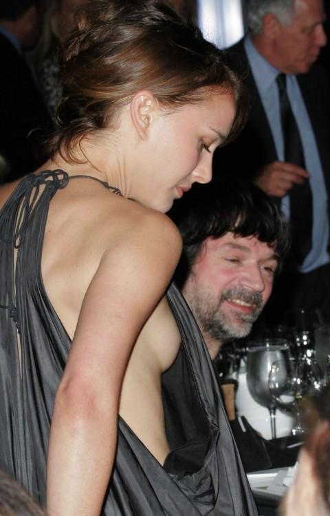 外人娘のパンチラとか胸チラを激写した街撮りエロ画像 4211