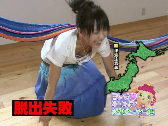 美人OLの女子アナがテレビでエッチな姿を披露するキャプエロ画像 423