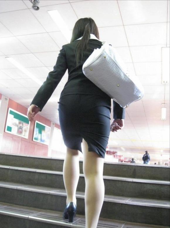 就活を頑張るスーツ姿の女子大生の街撮り素人エロ画像 516