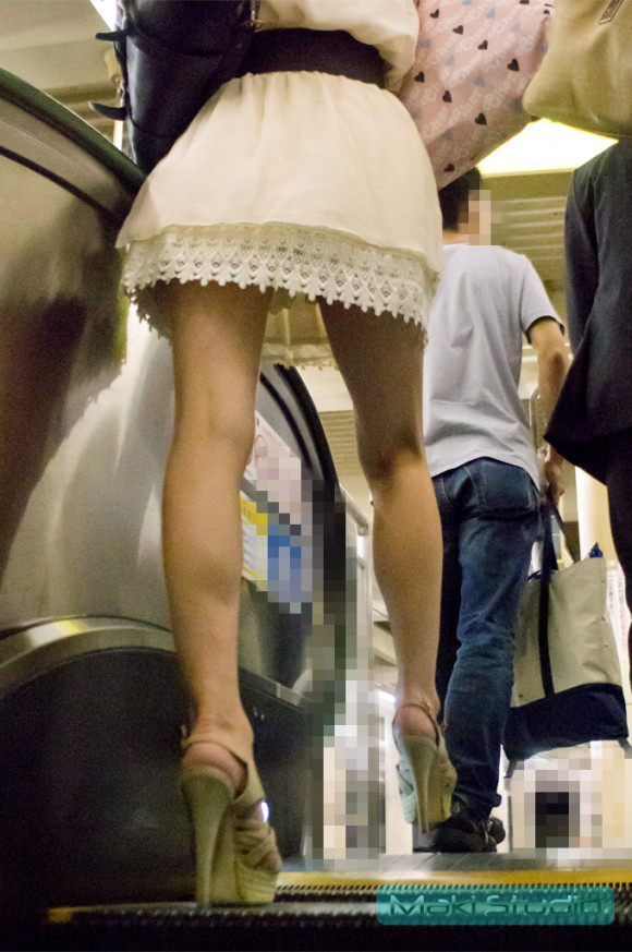 オナニーがめっちゃ捗る素人娘の街撮りされたお尻や太もものエロ画像 623