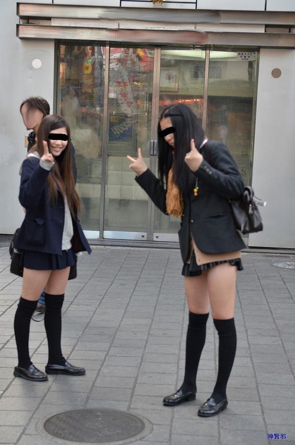 肉がパンパンに詰まった女子校生の太もも街撮り素人エロ画像 627