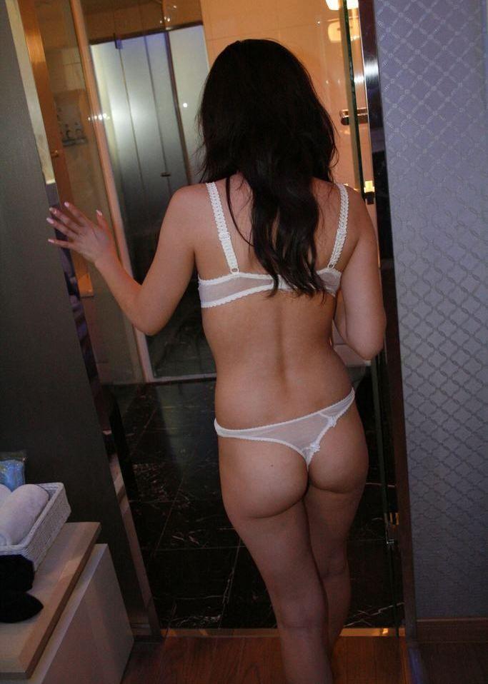 素人娘がラブホにて服を脱いで彼氏やセフレとエッチな事をする直前のエロ画像 640