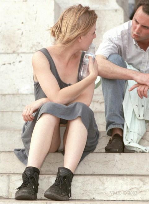 外人娘のパンチラとか胸チラを激写した街撮りエロ画像 659