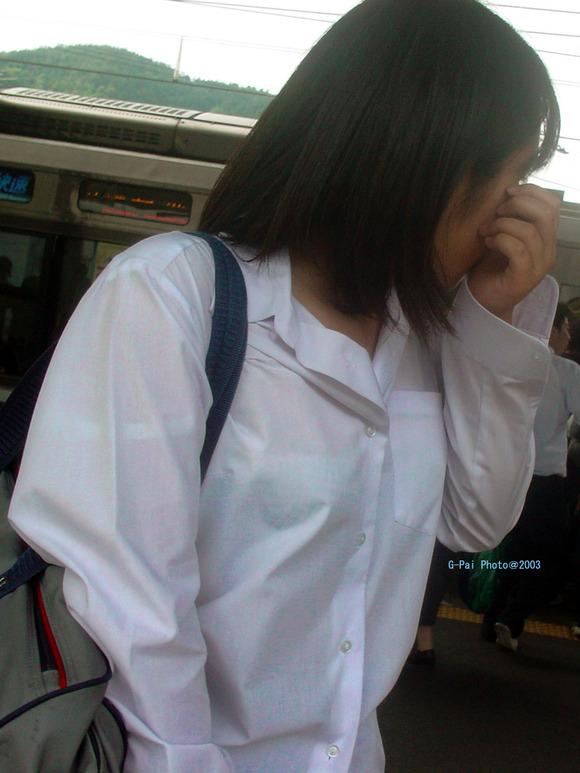 女子校生のワイシャツから透けるブラジャーの素人エロ画像 66