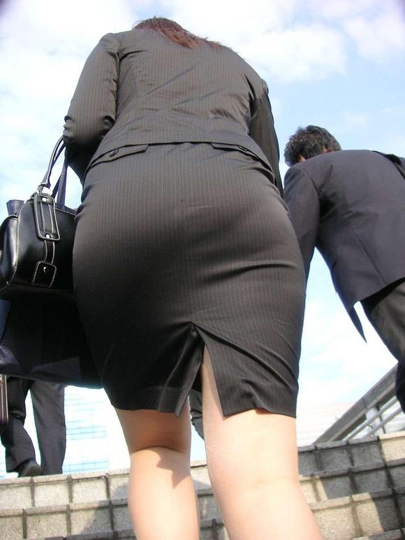 就活を頑張るスーツ姿の女子大生の街撮り素人エロ画像 716