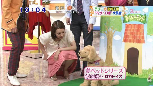美人OLの女子アナがテレビでエッチな姿を披露するキャプエロ画像 721