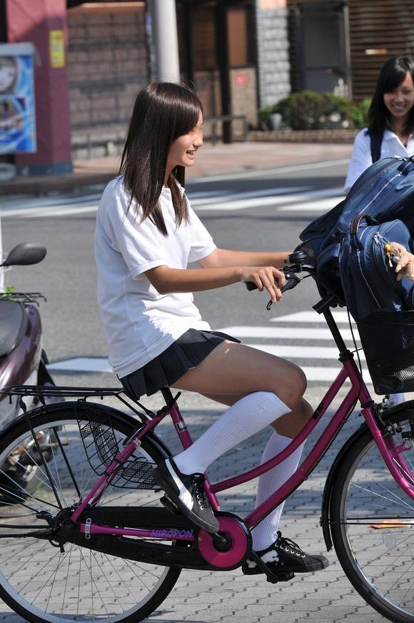 肉がパンパンに詰まった女子校生の太もも街撮り素人エロ画像 727