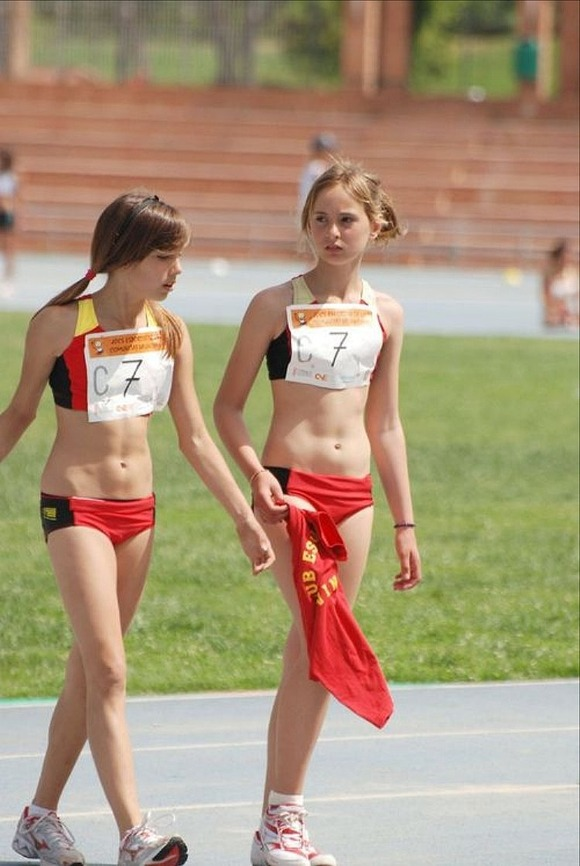 水泳部や陸上部の引き締まった体がエッチな素人娘たちのエロ画像 728