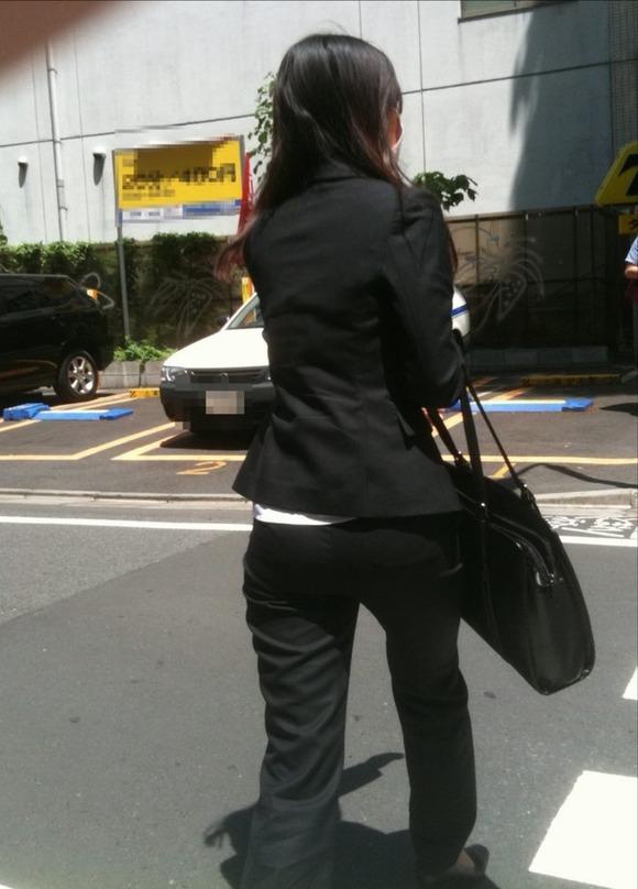就活を頑張るスーツ姿の女子大生の街撮り素人エロ画像 816