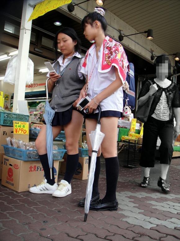 肉がパンパンに詰まった女子校生の太もも街撮り素人エロ画像 827