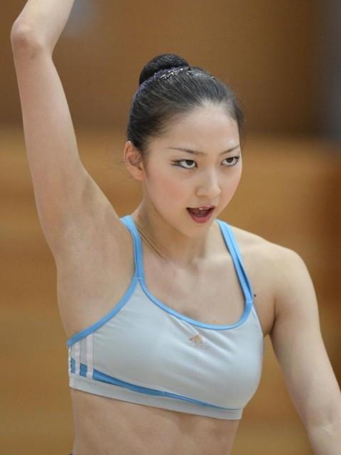 新体操の畠山愛里の着衣おっぱいがセクシーなキャプエロ画像 852