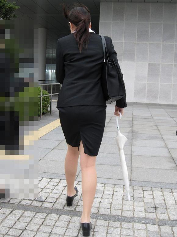 就活を頑張るスーツ姿の女子大生の街撮り素人エロ画像 916