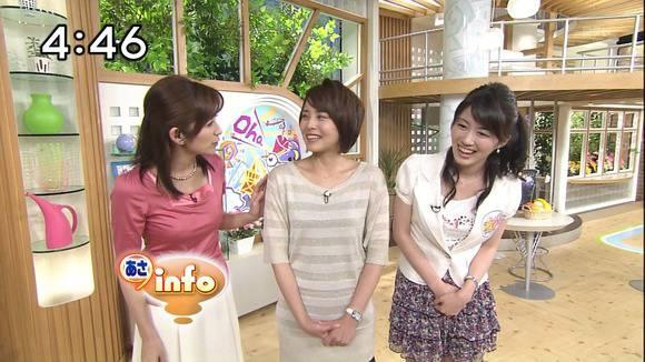 美人OLの女子アナがテレビでエッチな姿を披露するキャプエロ画像 921