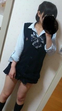 女子校生の制服コスプレしておっぱいやおまんこまで自画撮りしてるエロ画像 002