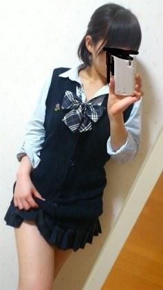 女子校生の制服コスプレしておっぱいやおまんこまで自画撮りしてるエロ画像 003