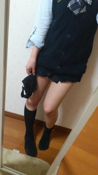 女子校生の制服コスプレしておっぱいやおまんこまで自画撮りしてるエロ画像 006