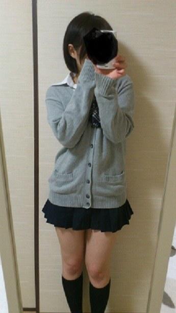 女子校生の制服コスプレしておっぱいやおまんこまで自画撮りしてるエロ画像 012