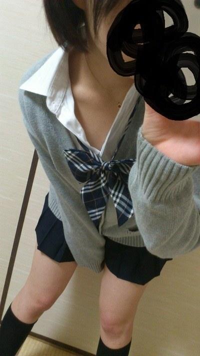 女子校生の制服コスプレしておっぱいやおまんこまで自画撮りしてるエロ画像 013