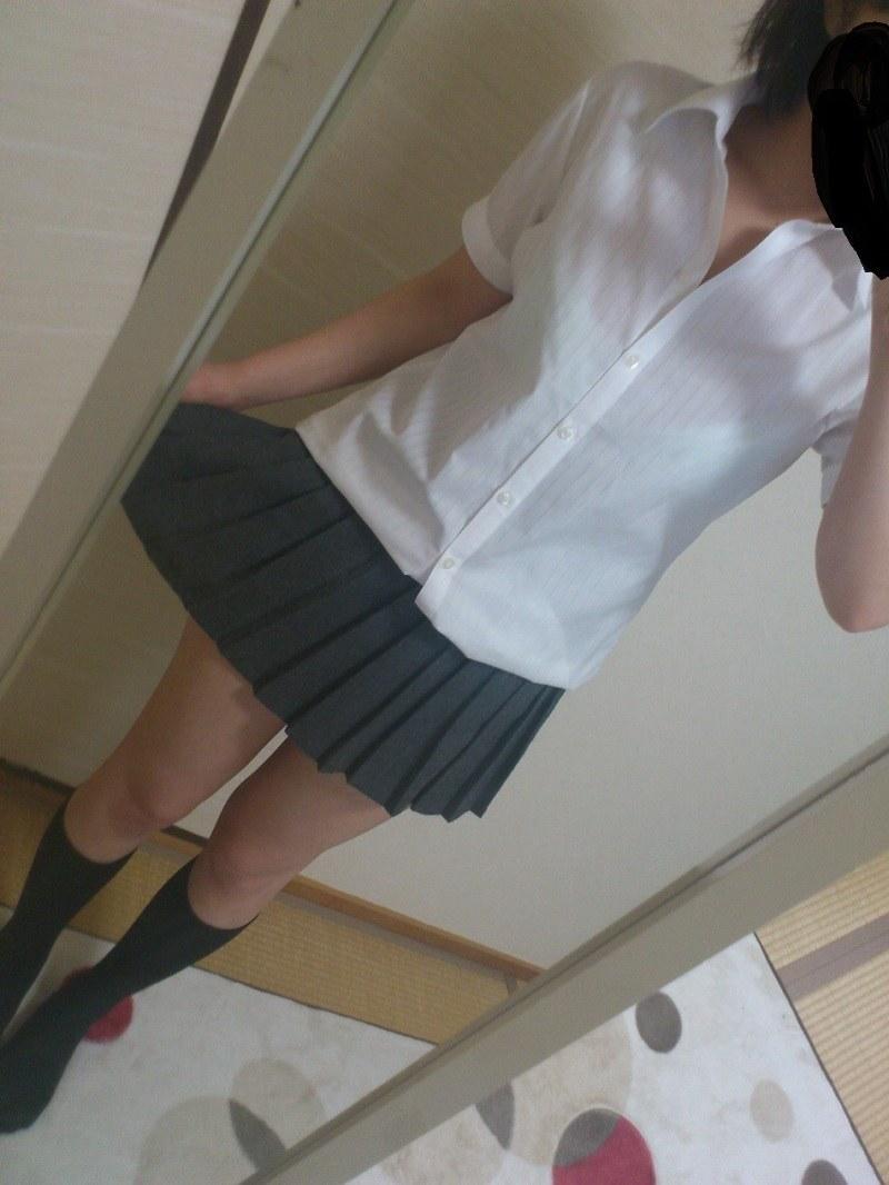 女子校生の制服コスプレしておっぱいやおまんこまで自画撮りしてるエロ画像 027