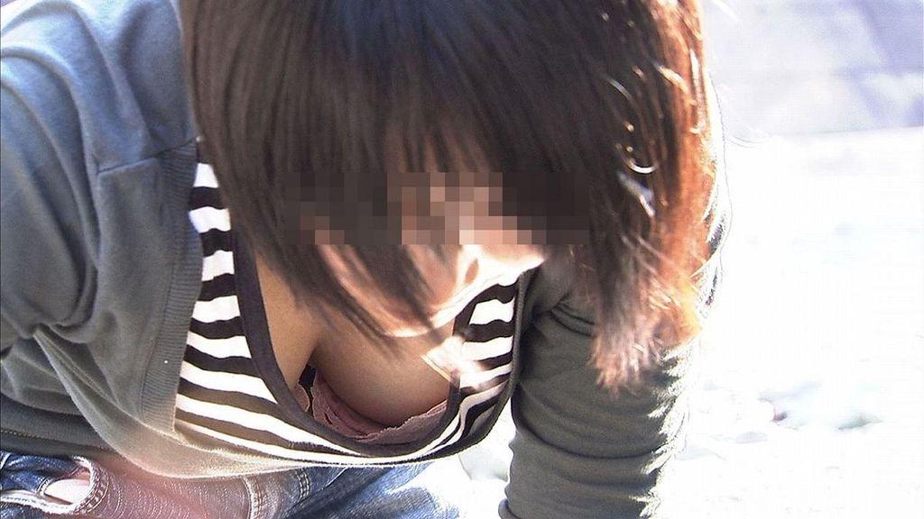 街撮りしたお姉さんの胸チラを集めてみた素人エロ画像 1016