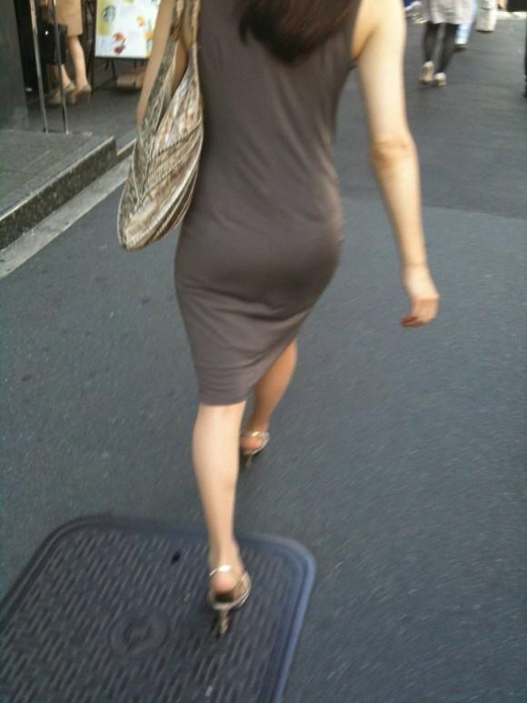 プリッとしてたりペッチャンコだったりどれでも抜ける素人娘を街撮りしたお尻エロ画像 1035