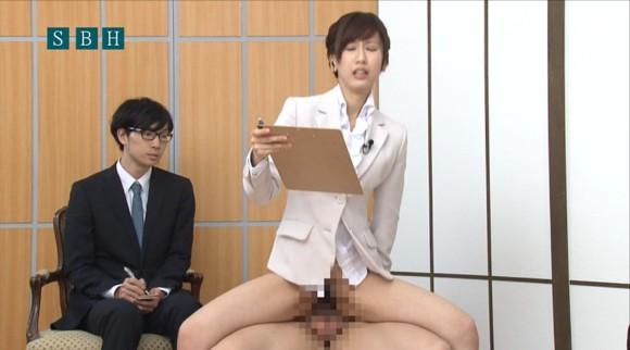 生本番中にニュースを読む女子アナがセックスしちゃってるキャプエロ画像 1042