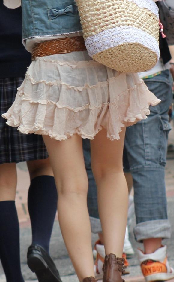 むっちりしたお尻と透けパンチラしてるお姉さん達の街撮りエロ画像 1079