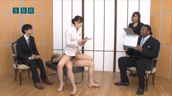 生本番中にニュースを読む女子アナがセックスしちゃってるキャプエロ画像 1159